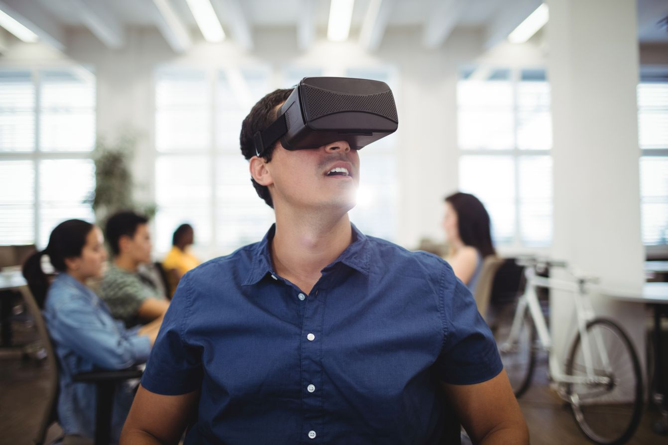 Apogaeis-Impact-of-IoT-on-Augmented-Reality-and-Virtual-Reality-ARVR
